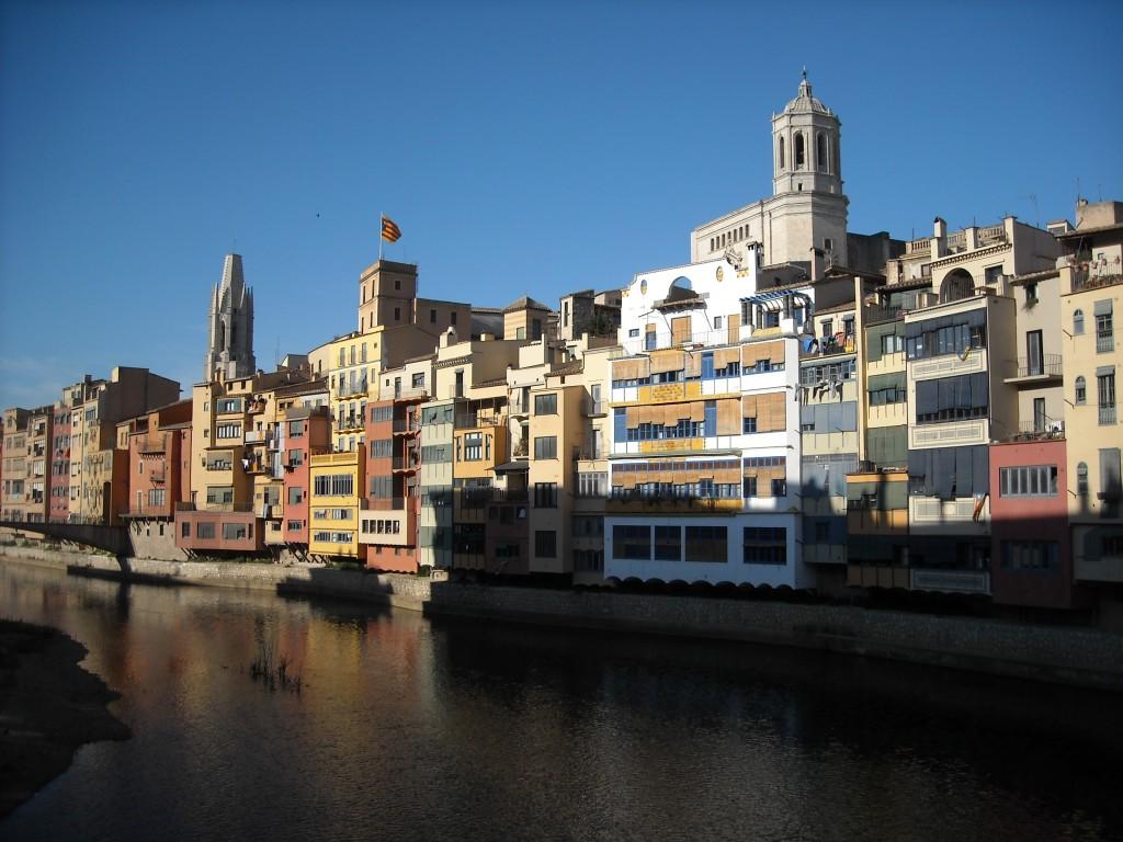 Gérone, Maisons sur le fleuve Onyar, Visiter la Catalogne, road trip catalogne, itinéraire catalogne