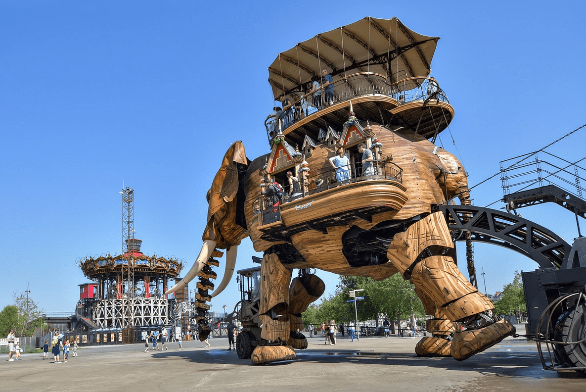 Moving to Nantes, the island's machines